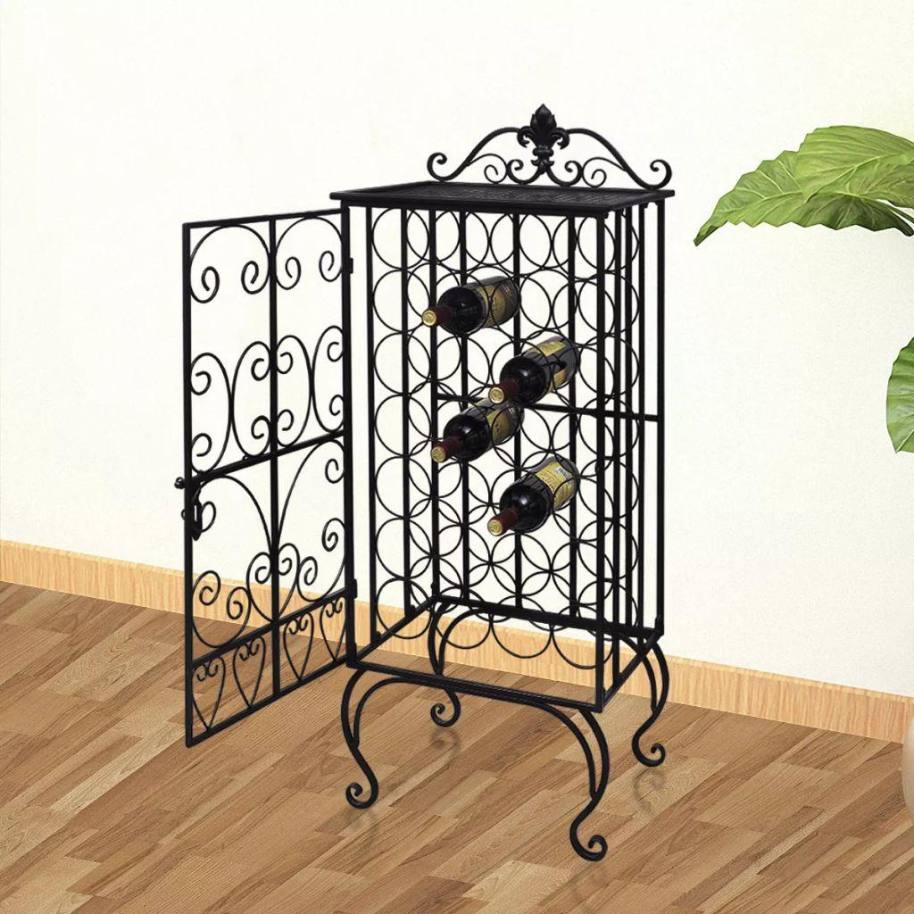 Ovaj samostojeći stalak za vino privlačit će poglede na bilo kojem mjestu. Izrađen od kovanog željeza