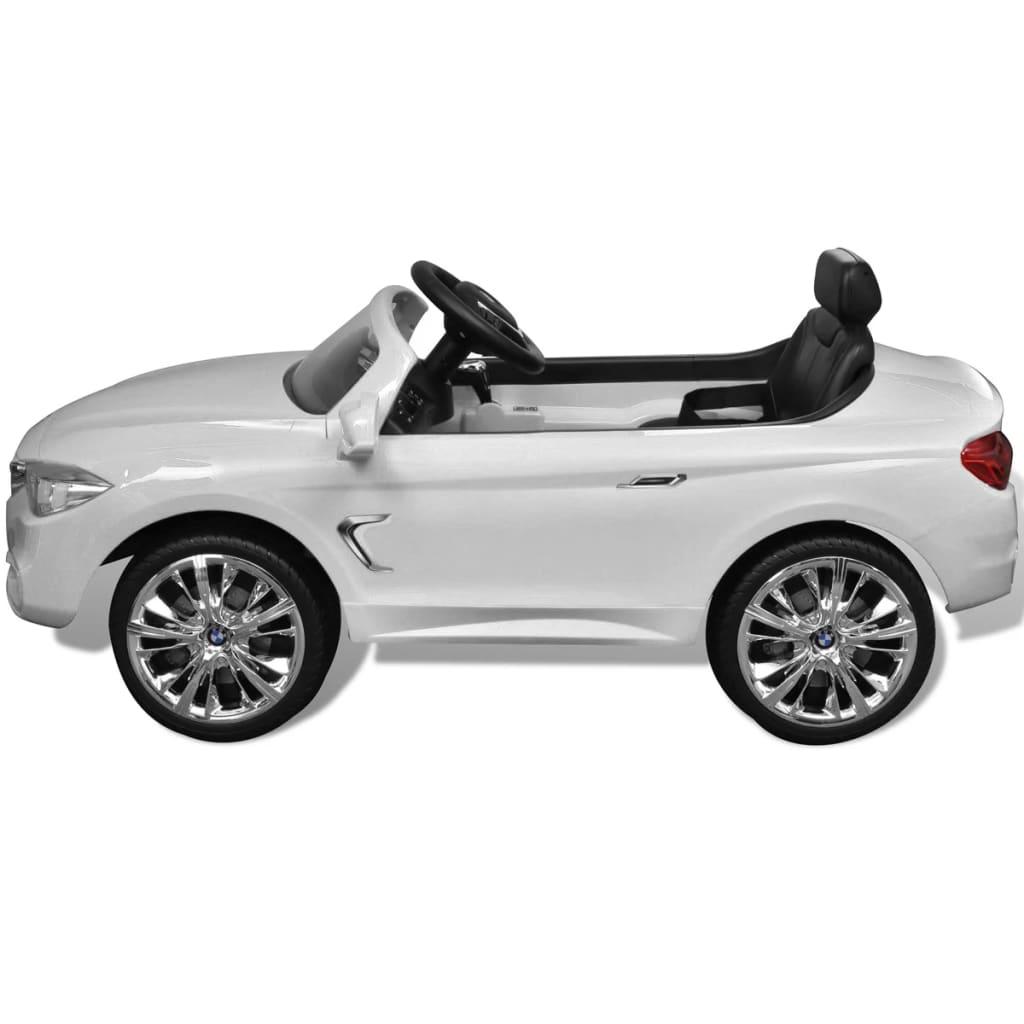 """a pogodan je za djecu između 3 - 6 godina. Stabilna baza s 4 kotača omogućuje jednostavan pristup. """"Mercedes-Benz"""" i dizajn proizvoda podliježu pravima intelektualnog vlasništva tvrtke Daimler AG. Molim Vas zapamtite da potrebne su 3 AA baterije za daljinski upravljač"""