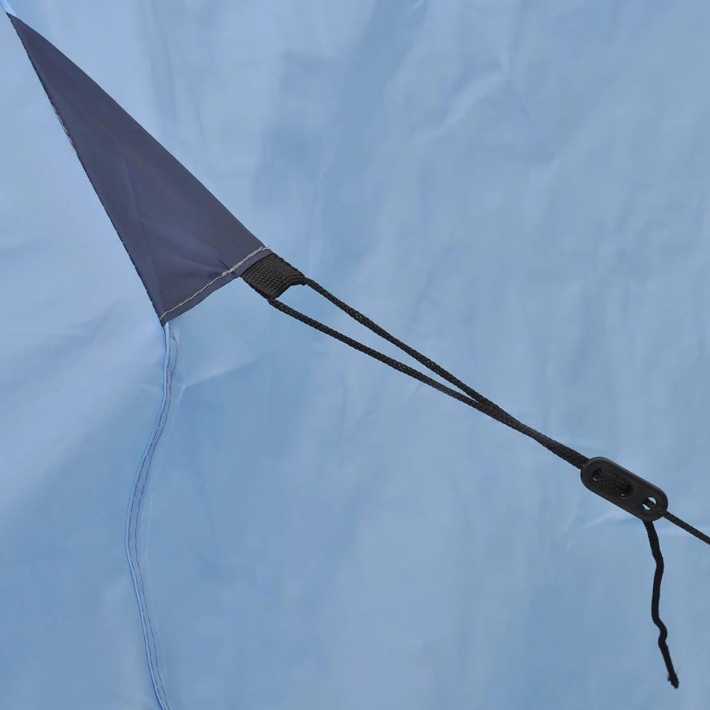 izdržljiv i lagan. Šator ima jedan ulaz s mrežom protiv insekata koja omogućuje bolju cirkulaciju zraka i ljetne noći bez insekata. Tu je i dodatni prostor za odlaganje većih predmeta kao što su rashladna kutija i namještaj za kampiranje. Ovaj šator za 3 osobe se može uredno spakirati u prijenosnu torbu za jednostavnu pohranu i transport. Imajte na umu da preporučujemo tretiranje šatora vodootpornim sprejem ako bude izložen jakoj kiši.